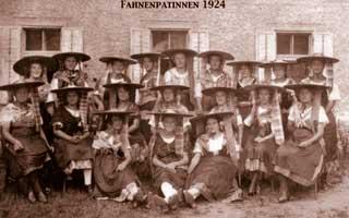 Fahnenpatinnen, 1924